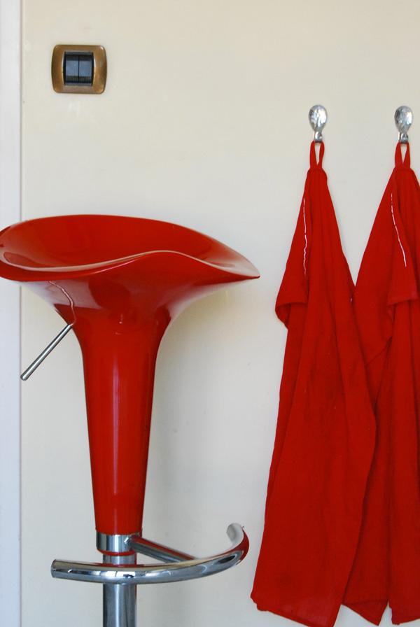 repeindre des tabourets en plastique peintures julien. Black Bedroom Furniture Sets. Home Design Ideas