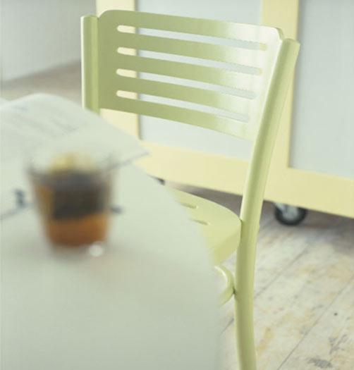 Peindre une chaise en m tal peintures julien for Peindre chaise plastique